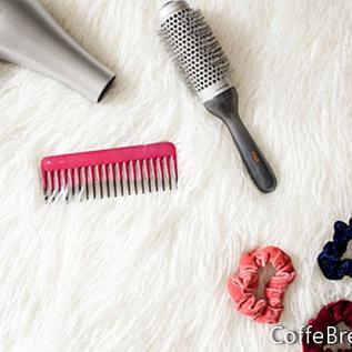 Chignon cheveux bouclés que vous pouvez faire vous-même