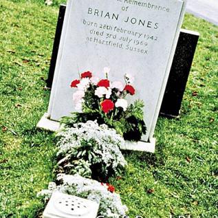 Brian Jones - Cemitério de Cheltenham