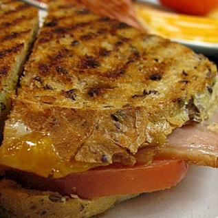Recepty na grilované mäso a syrový sendvič