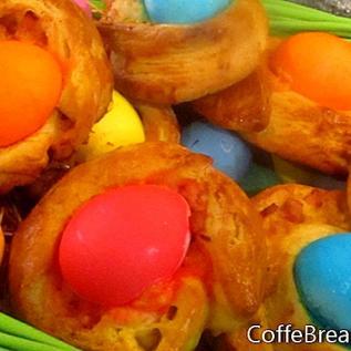 Ricetta dei panini della colazione della brioche di Pasqua