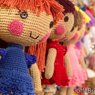 人形の服のために茶染めのトリムを作る