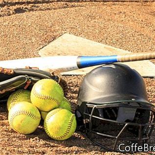 Waktu Mengajar di Lapangan Softball